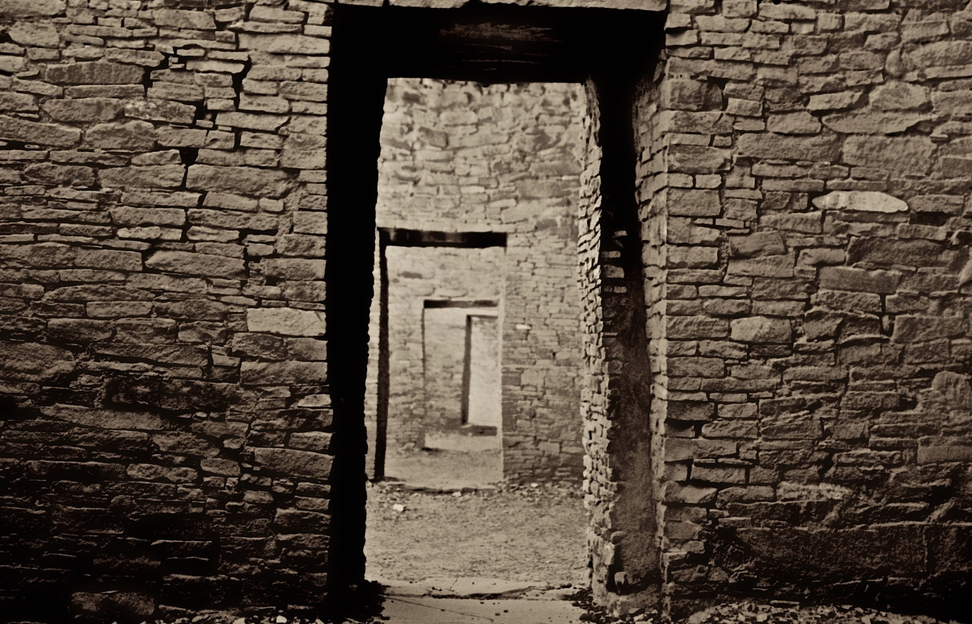 Pete_Madzelan-1-Doorways_To_The_Past